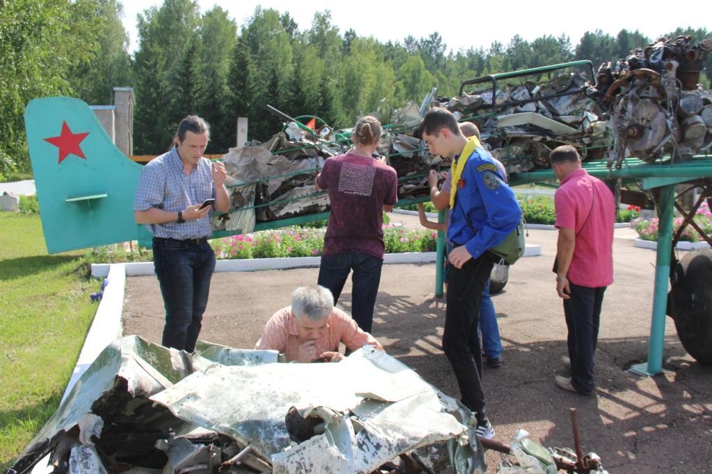 Внуки летчика побывали на месте гибели деда