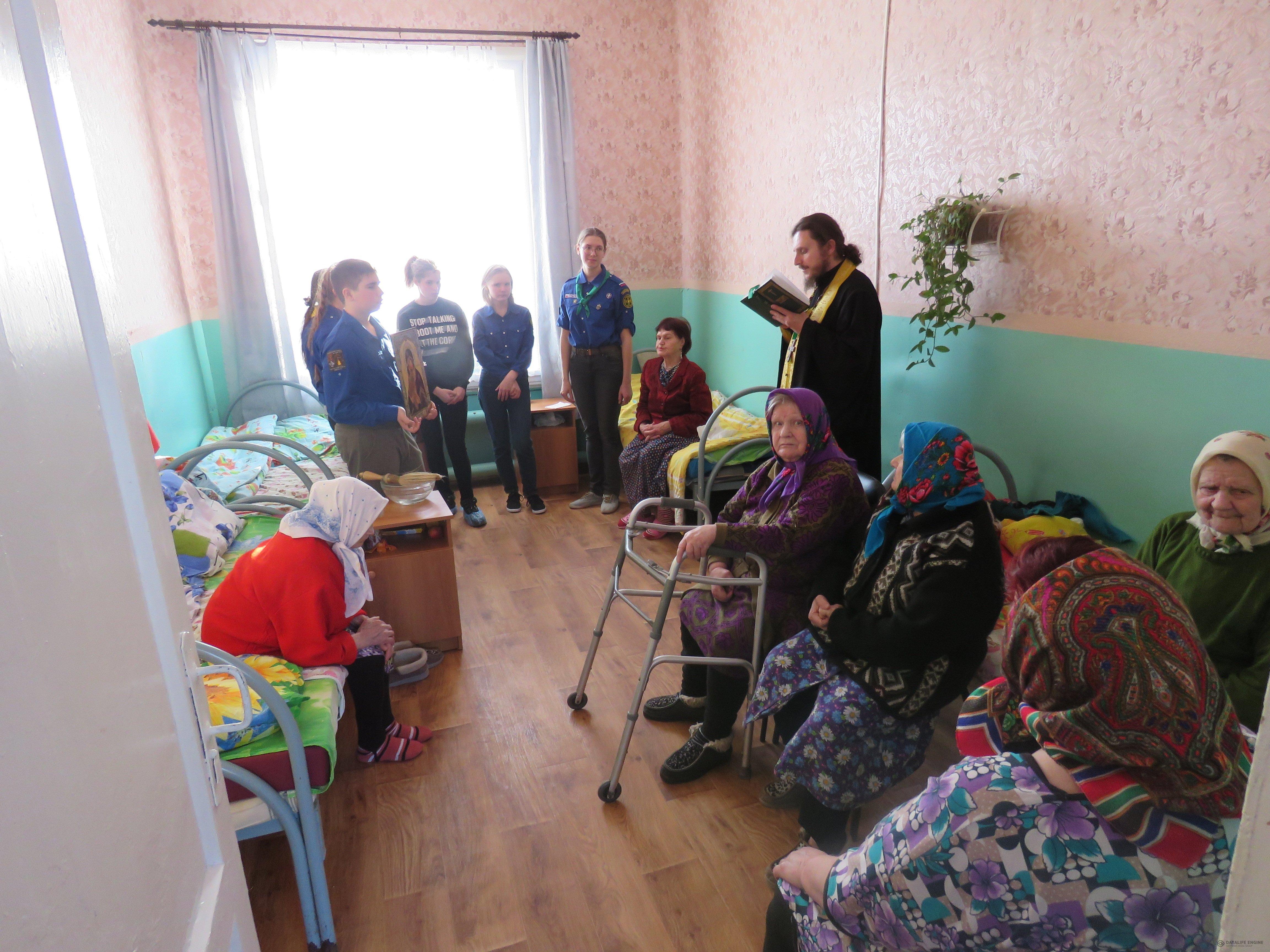 Следопыты Московского отделения БПС поздравили с праздником Весны жителей домов престарелых в тверской области